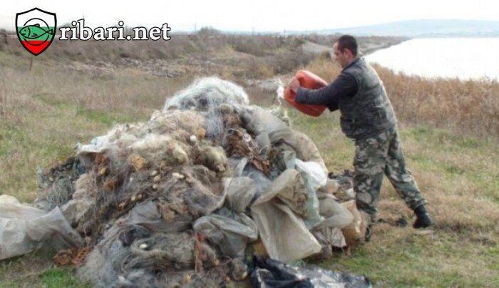 """Доброволци заловиха над 500 метра бракониерски мрежи на язовир """"Ястребино"""""""