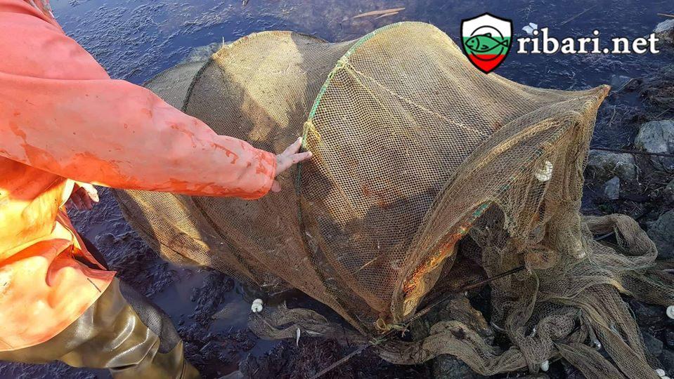 Инспектори на ИАРА - Бургас извършиха серия от проверки на търговски и водни обекти на територията на област Бургас