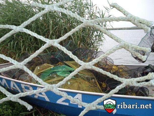 Наказание за незаконния улов: Принуждават бракониерите да нарежат мрежите си